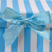 Gift box with bow for babies — Zdjęcie stockowe