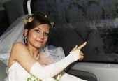 Bruden i bil — Stockfoto