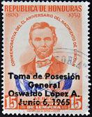 Honduras - cirka 1965: en stämpel som tryckt i honduras visar abraham lincoln, cirka 1965 — Stockfoto
