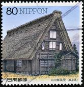 Japan - circa 1997: een stempel gedrukt in japan toont traditionele huisvesting in shirakawago, circa 1997 — Stockfoto