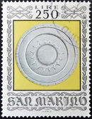 SAN MARINO - CIRCA 1974: A stamp printed in San Marino dedicated to Ancient Weapons from Cesta Museum, shows Sforza Shield, circa 1974 — Stockfoto