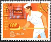 -1985 年頃スイス連邦共和国: スイス連邦共和国で印刷されたスタンプはパン屋 1985年年頃の作業を示しています — ストック写真