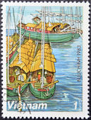 VIETNAM - CIRCA 1983: A stamp printed in Vietnam, shows Sampans on Red River , circa 1983 — Stockfoto