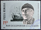 ROMANIA - CIRCA 1985: stamp printed in Romania, show Jacques Yves Cousteau, research vessel Calypso, circa 1985. — Stockfoto