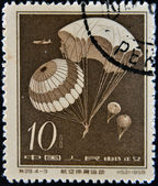 CHINA - CIRCA 1958: A stamp printed in china shows Parachute jump, circa 1958 — Stock Photo