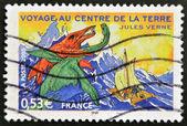 """Fransa - yaklaşık 2005: fransa'da basılmış pul """"dünyanın merkezine yolculuk"""" görüntüsünü gösterir roman: jules verne, yaklaşık 2005 — Stok fotoğraf"""