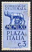 GUATEMALA - CIRCA 1961: A stamp printed in Guatemala shows Capitoline wolf suckled Romulus and Remus, circa 1961 — Stockfoto