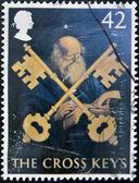 Regno unito - intorno al 2003: un timbro stampato in gran bretagna mostra san pietro e le chiavi a croce, intorno al 2003 — Foto Stock