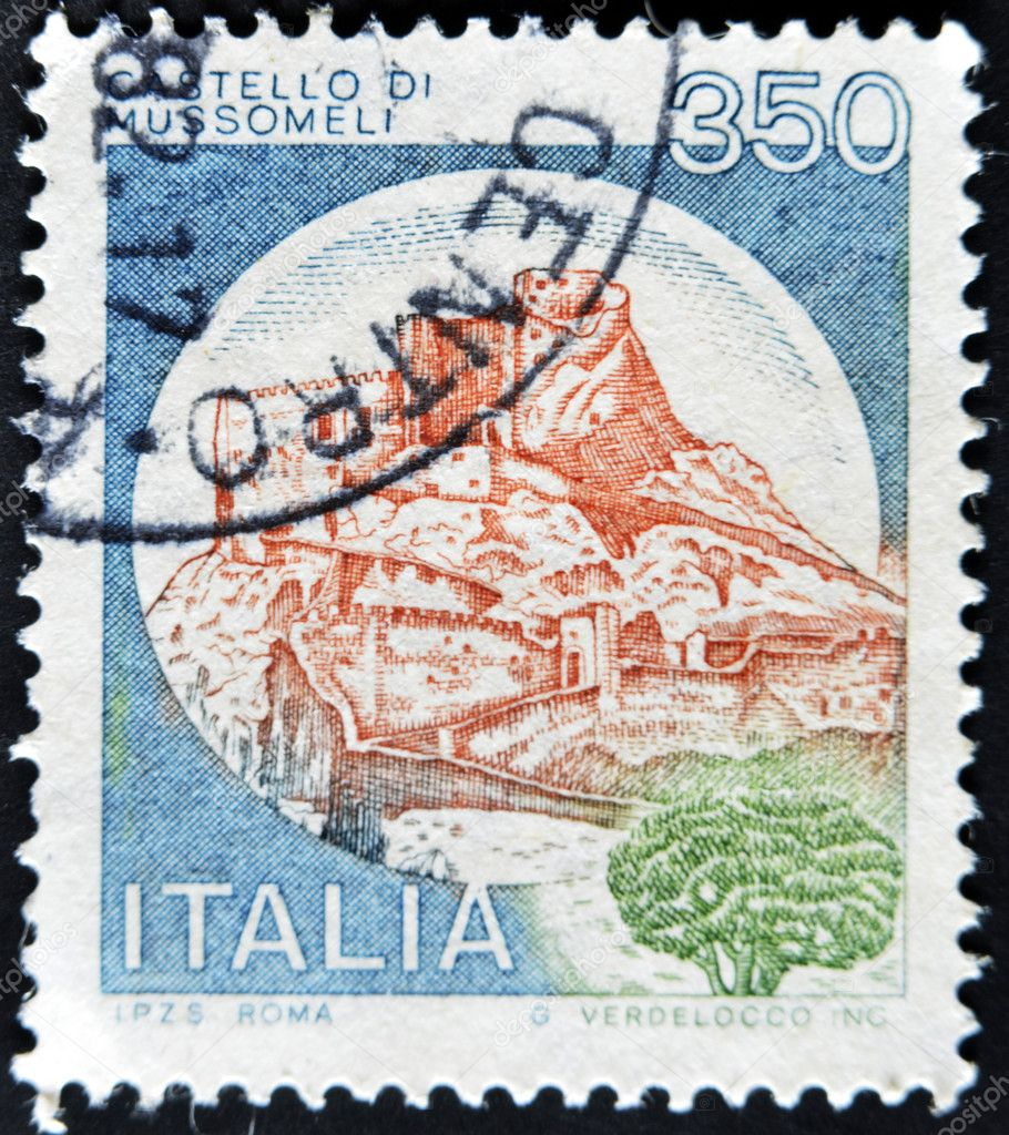 ITALY - CIRCA 1980: A stamp printed in Italy shows castle of Mussomeli, italian series of castles, circa 1980 — Stock Photo #9181602