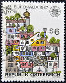 AUSTRIA - CIRCA 1987: A stamp printed in Austria, devoted to the festival of culture EUROPALIA-87, shows a Hundertwasser House, Vienna, circa 1987 — Stockfoto