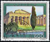 италия - около 1978: марку, напечатанную в италии показывает пестум — Стоковое фото