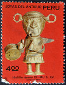 PERU - CIRCA 1987: A stamp printed in Peru shows Chimu aureus idol belonging to the fifteenth century, circa 1987 — Stock Photo