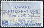 Spojené státy americké - cca 1945: razítka v usa ukazuje olivovou ratolestí a nápis k organizaci spojených národů, duben 25,1945, organizace spojených národů konferenci san francisco, cca 1945 — Stock fotografie