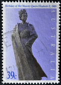 AUSTRALIA - CIRCA 1989: A stamp printed in Australia shows Queen Elizabeth II monument, circa 1989 — Stockfoto