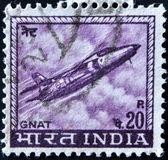 Índia - cerca de 1967: um selo impresso em shows da Índia um lutador de mosquito de folland jato da força aérea indiana, por volta de 1967. — Fotografia Stock