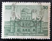 Indie - cca 1980: razítka v Indii ukazuje starý palác darul uloom deoband, cca 1980 — Stock fotografie