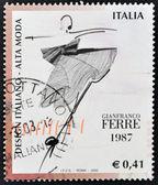 年頃 1987 年 - イタリア: イタリアのデザインに捧げイタリアで印刷スタンプ ジャンフランコ ・ フェレ、年頃 1987 年によってファッション性の高いを示します — ストック写真