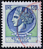 ITALY - CIRCA 1968: A stamp printed in Italy, is shown Italia Turrita after Syracusean Coin, circa 1968 — 图库照片