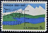 сша - circa 1967: марку, напечатанную в сша показывает канада, 1867-1967, около 1967 — Стоковое фото