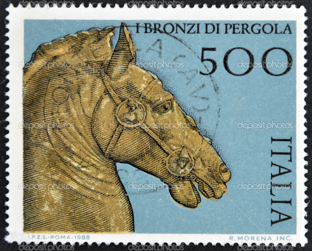 ITALY - CIRCA 1988: A stamp printed in Italy dedicated to Pergola bronze, shows horse head, circa 1988 — Lizenzfreies Foto #9450269