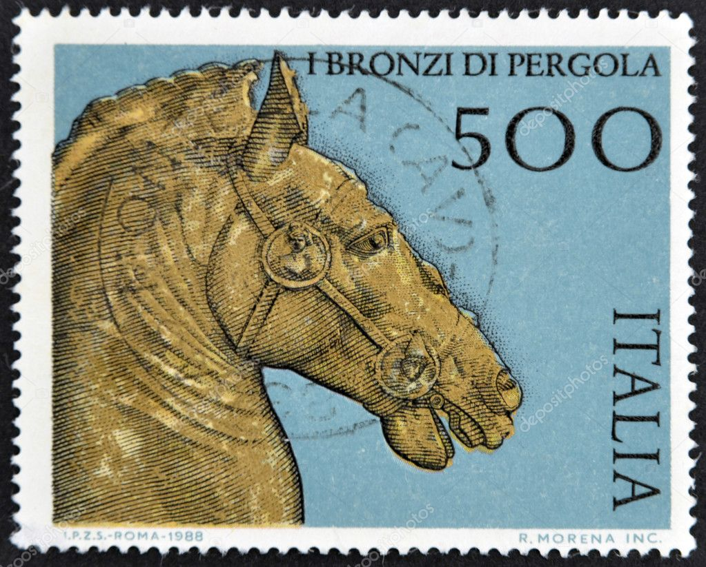 ITALY - CIRCA 1988: A stamp printed in Italy dedicated to Pergola bronze, shows horse head, circa 1988 — Stock Photo #9450269