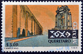 MEXICO - CIRCA 2002: A stamp printed in Mexico shows Santiago de Queretaro aqueduct and the fountain in Queretaro, circa 2002 — 图库照片