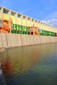 Hydroelectric dam with machinery for remove trunks from water — Stock Photo