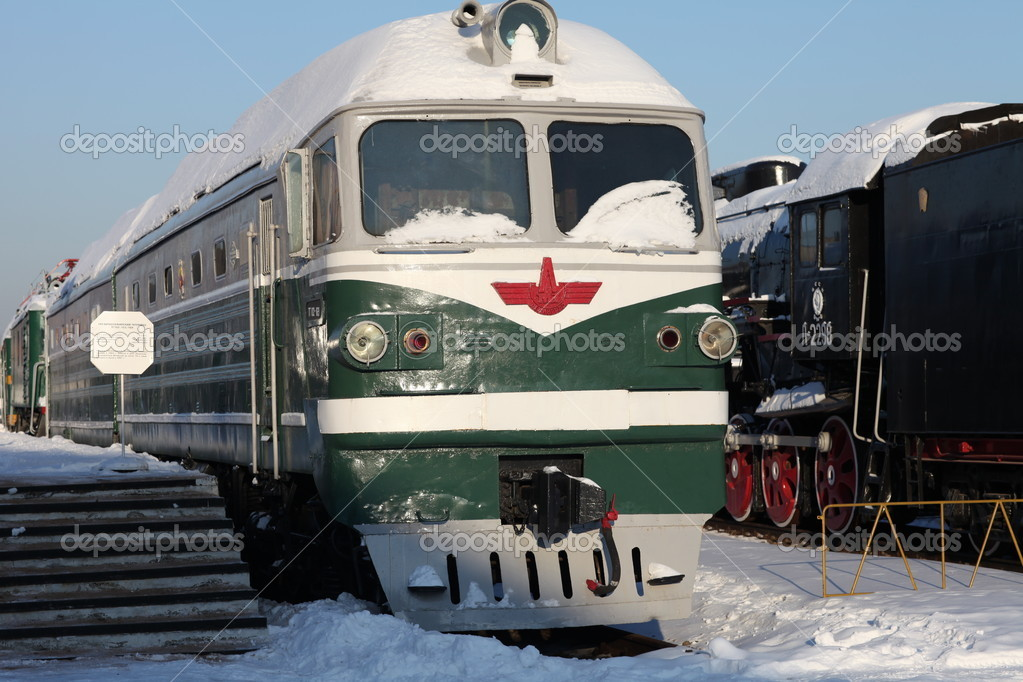 Diesel locomotive at the station  in winter, front view — Stock Photo #9017445