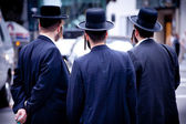 Jewish men with hat in a modern city — Stockfoto