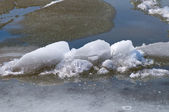 Water and ice — Stock Photo