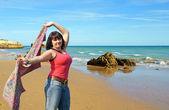 在海滩上的漂亮女孩 — 图库照片