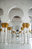 Arches outside the grand mosque of Abu Dhabi — Stock Photo