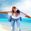 Beautiful couple on the sunny tropical beach - Foto Stock