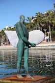 Surfer skulptur på strandpromenaden i alicante, spanien — Stockfoto