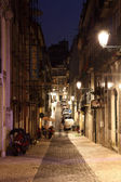 Street in the old town of Lisbon, Portugal — Fotografia Stock