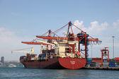 Grande nave porta-container nel porto di istanbul, turchia. — Foto Stock