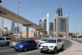 Carros na sheikh zayed road em dubai — Fotografia Stock