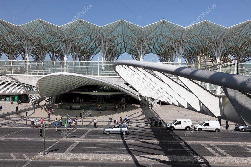 Moderne architektur am oriente bahnhof gare do oriente for Architektur lissabon