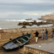 Fishermen pulling a boat out of the water. Essaouria, Morocco — Stock Photo