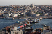 Istanbul view, with the Galata Bridge and the Blue Mosque — 图库照片