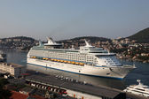 Cruising ship Voyager of the Seas in Croatian town Dubrovnik. — Stock fotografie