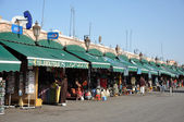 Market stands at Djemaa El Fnaa square in Marrakesh — Foto Stock