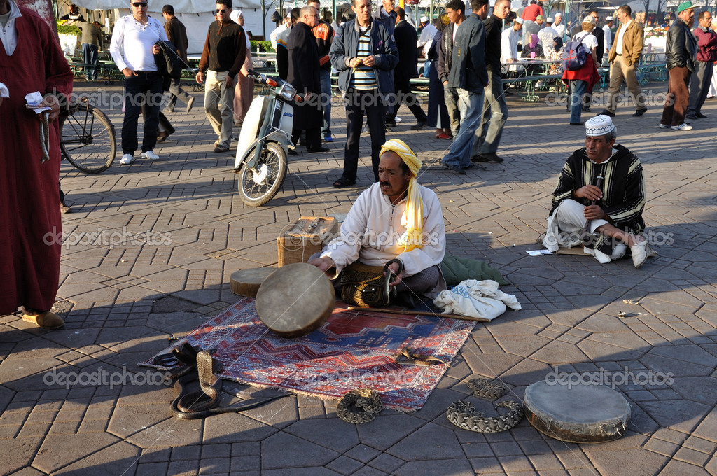 Snake charmer at Djemaa el Fna square in Marrakech,  Morocco. — Stock Photo #8016462