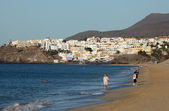 Walking on the beach of Morro Jable, Fuerteventura — Stock Photo