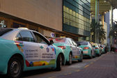 Taxis waiting for customers at Doha City Centre Mall, Qatar. — Foto Stock