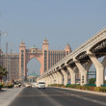 estrada para o hotel atlantis na palm jumeirah, dubai — Foto Stock #8813143