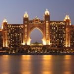Atlantis Hotel illuminated at night. Palm Jumeirah, Dubai — Stock Photo
