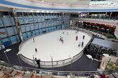 Skate rink inside of the Marina Mall in Abu Dhabi — Stock Photo