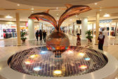Fountain inside of the Marina Mall in Abu Dhabi — Stock Photo