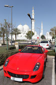 Luxury sportscar parked at the Sheikh Zayed Mosque in Abu Dhabi — Stock Photo